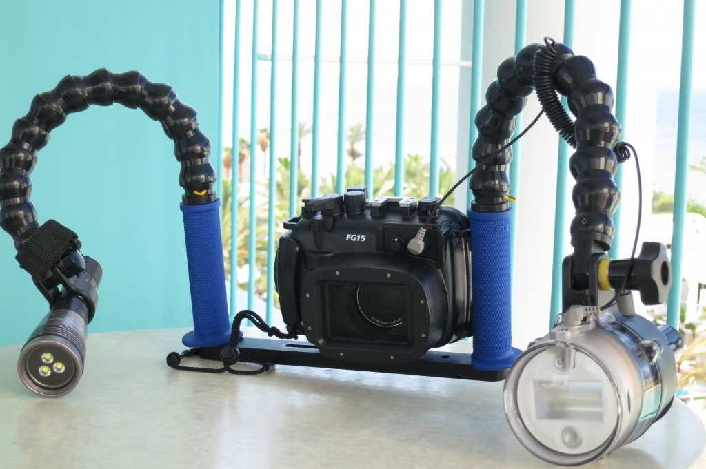 Canon G15 Underwater Package with Strobe and Video Light