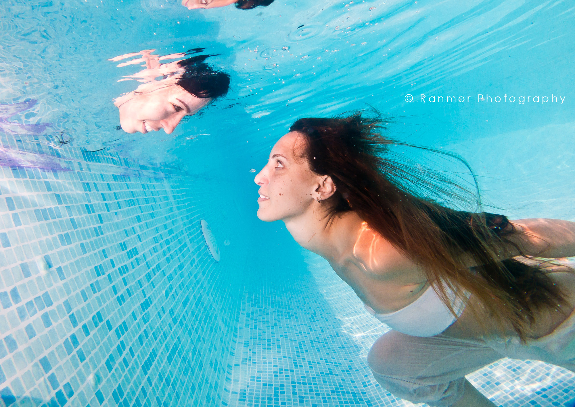 Watch - Photography Underwater people video