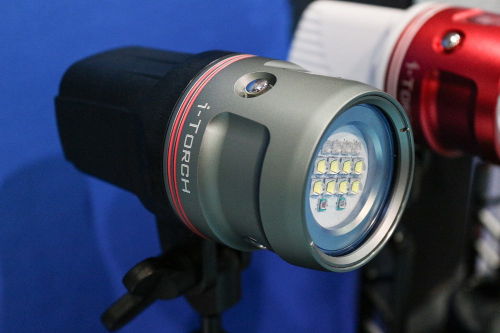 Venom 50 featuring 5000 lumens, White\Red\UV modes and an Optional Remote for multiple lights