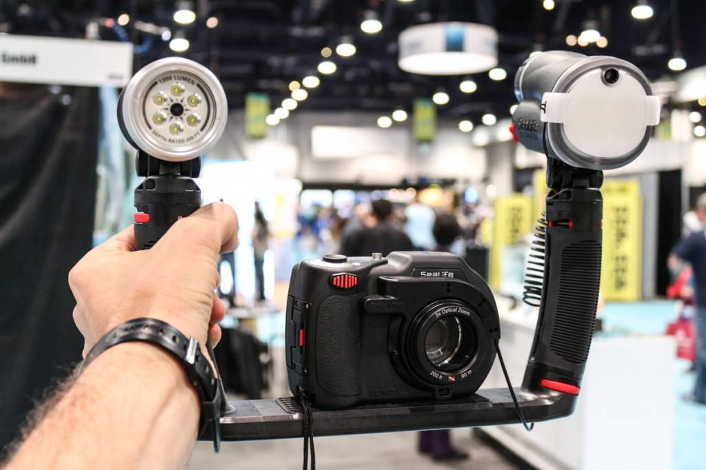 Sealife's DC1400 bundled with an all-around Sea Dragon Duo - Video light + Strobe