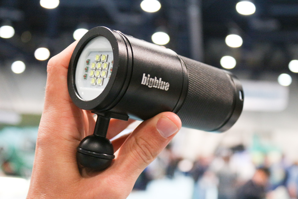Big Blue VL5800P - Could you believe this tiny light produces 5800 Lumens?? Amazing.